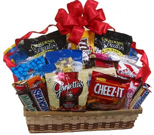 ROMANTIC SNACK ATTACK TRAY BASKET